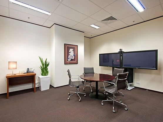 the-realm-meeting-room-1-555x416.jpg